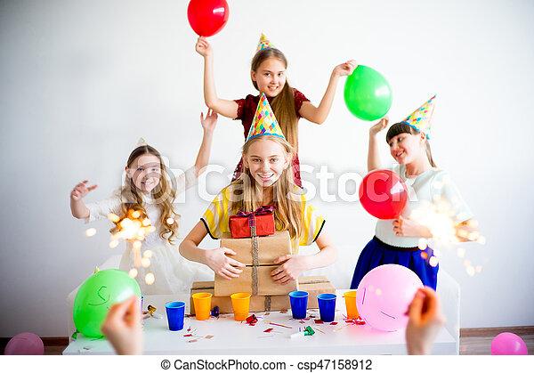 fira en födelsedag Fira, födelsedag flickor. Tonåring, tillsammans, fyra, fira  fira en födelsedag