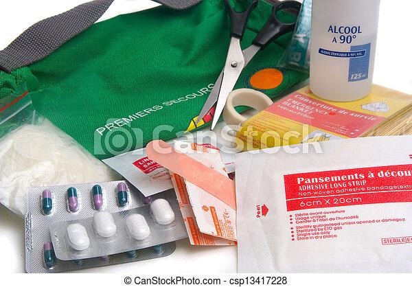 first-aid αποσκευή  - csp13417228