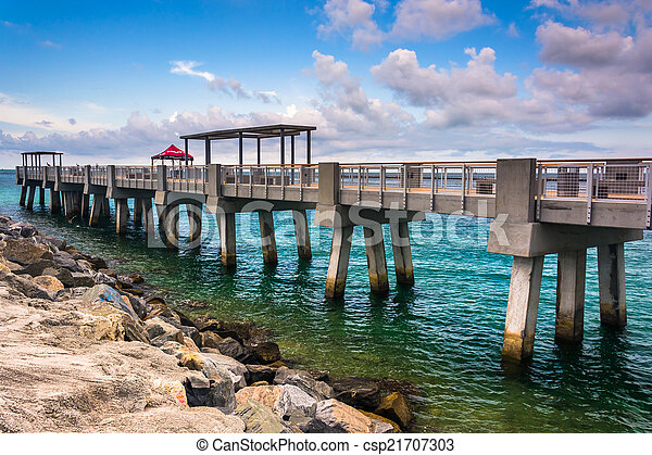 Fishing pier and jetty at south pointe park miami beach for Miami fishing piers