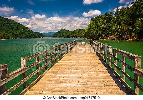 Fishing pier at Watauga Lake, in Cherokee National Forest, Tenne - csp21647510