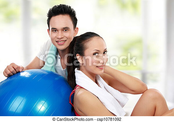 Fitness Smiling young man and woman - csp10781092