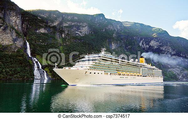 fjord, croisière bateau - csp7374517