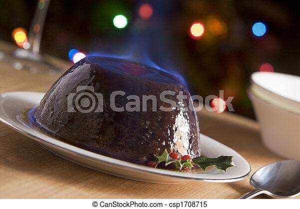 pudding de Navidad con un brandy flambe - csp1708715