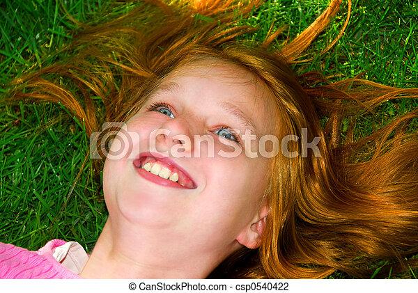 flicka, gräs - csp0540422