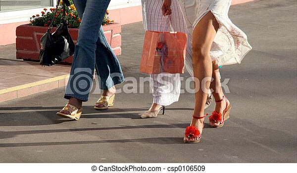 flickor, gående shoppa - csp0106509