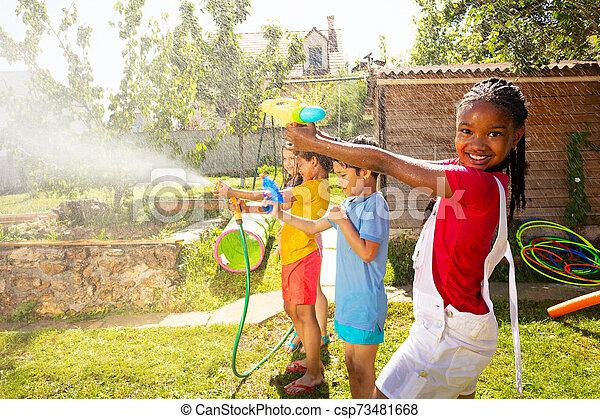 flickor, strid, gevär, mitt, vatten, pojkar - csp73481668