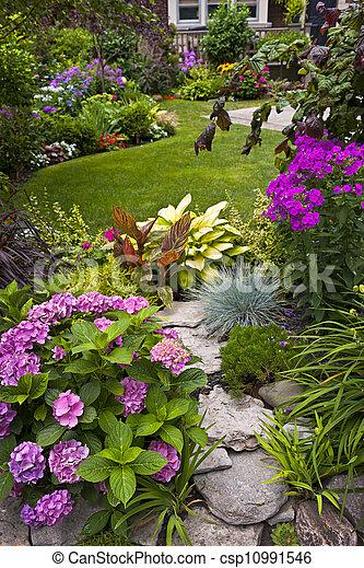 Jardín y flores - csp10991546