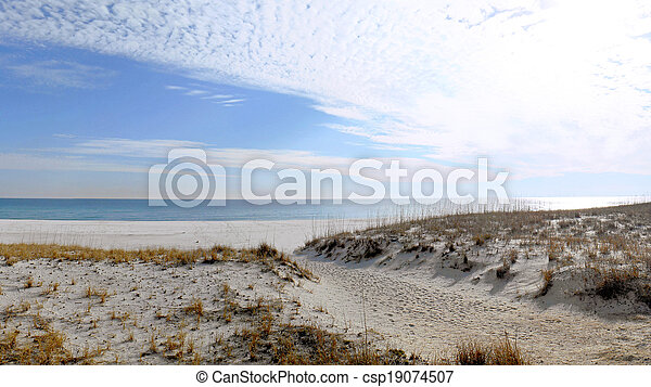 Florida beach on the Gulf of Mexico in winter. - csp19074507