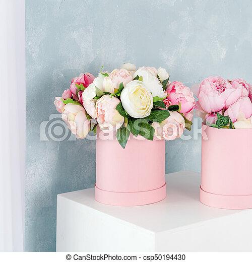 Flowers in round luxury present boxes bouquet of pink and white flowers in round luxury present boxes bouquet of pink and white peonies in paper box mightylinksfo