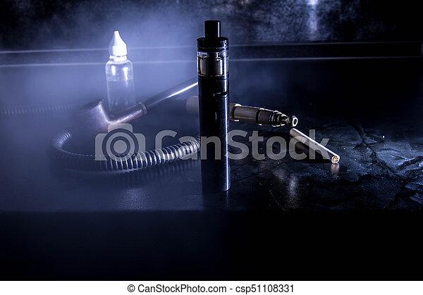 Un cigarrillo electrónico para vaporizar fluidos especiales aromáticos - csp51108331