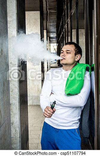 Un cigarrillo electrónico para vaporizar fluidos especiales aromáticos - csp51107794