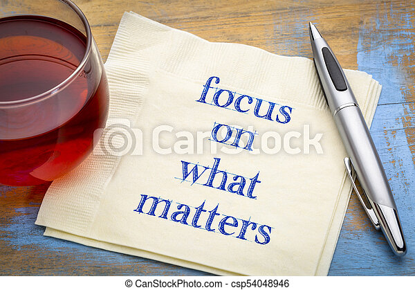 Focus on what matters - reminder note - csp54048946