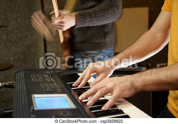 fokus, gitarre spieler, tastatur, studio., spielende , heraus - csp3928922