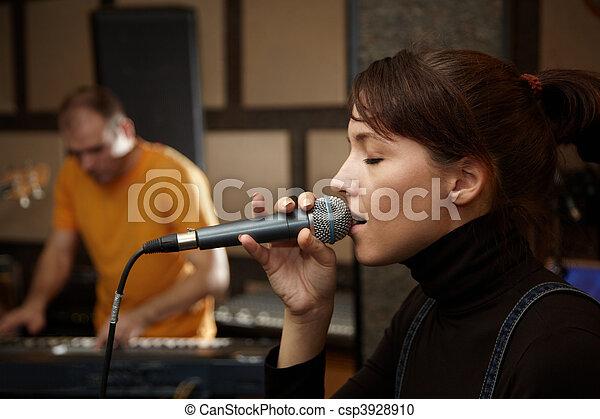 fokus, spieler, tastatur, m�dchen, studio., singende, sänger, heraus - csp3928910