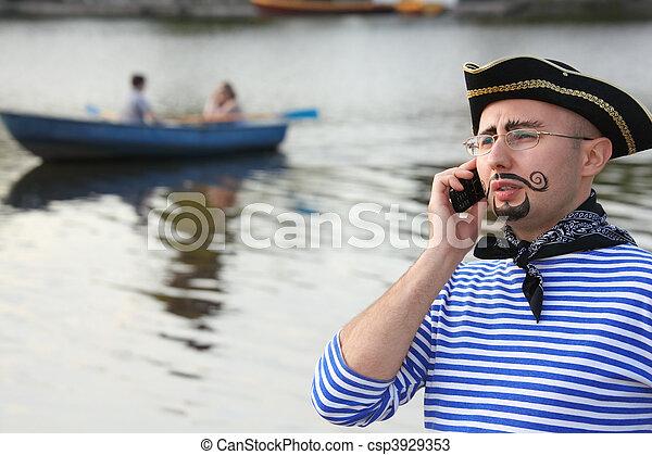 fokus, sprechende , telefon., klage, mann, piratenschiff, heraus - csp3929353