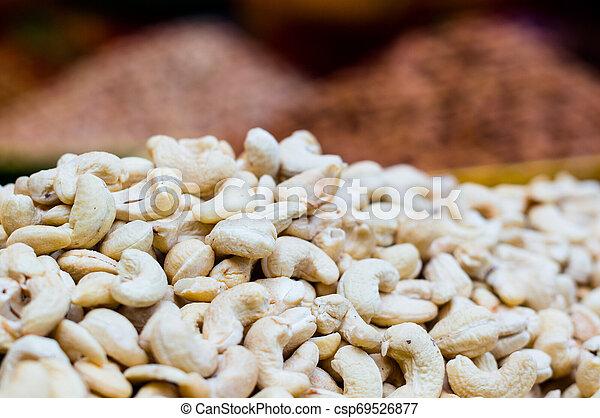 fond, noix cajou, vente, brouillé, tas, prêt - csp69526877