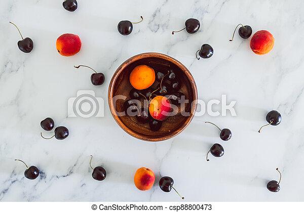 fond, nourriture, simple, abricots, cerises, marbre, bois, frais, bol, ingrédients - csp88800473