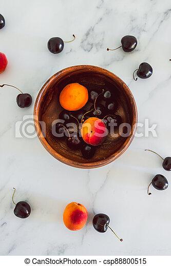 fond, nourriture, simple, abricots, cerises, marbre, bois, frais, bol, ingrédients - csp88800515