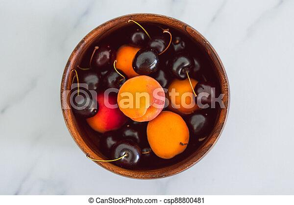 fond, nourriture, simple, abricots, cerises, marbre, bois, frais, bol, ingrédients - csp88800481