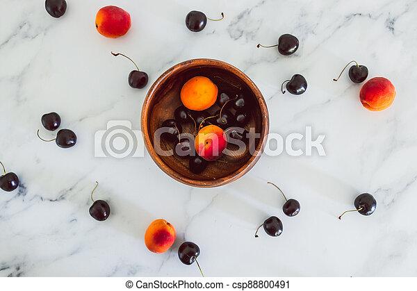 fond, nourriture, simple, abricots, cerises, marbre, bois, frais, bol, ingrédients - csp88800491