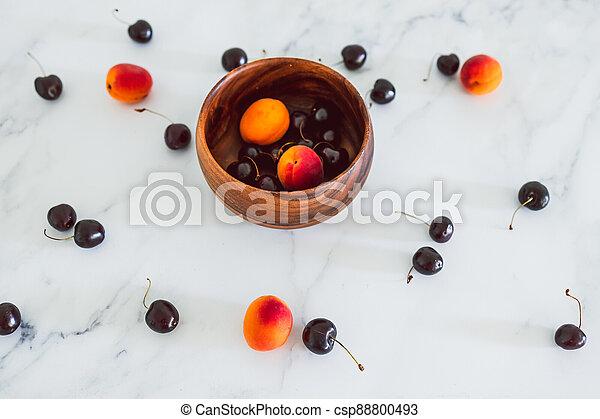 fond, nourriture, simple, abricots, cerises, marbre, bois, frais, bol, ingrédients - csp88800493