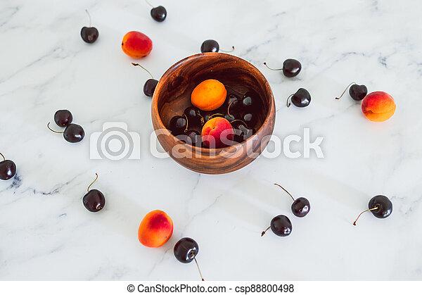 fond, nourriture, simple, abricots, cerises, marbre, bois, frais, bol, ingrédients - csp88800498