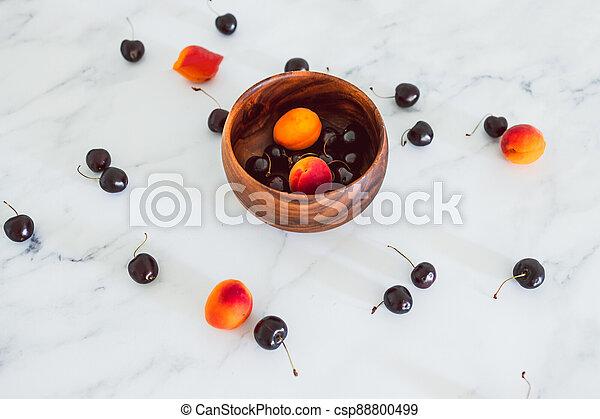 fond, nourriture, simple, abricots, cerises, marbre, bois, frais, bol, ingrédients - csp88800499
