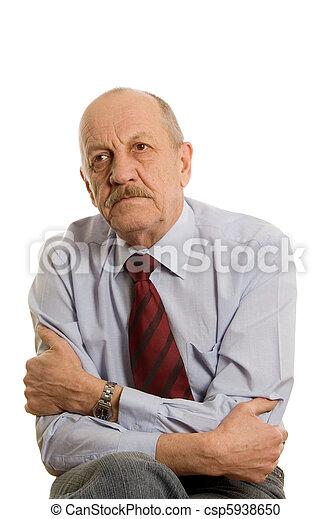 El anciano aislado en los antecedentes blancos - csp5938650