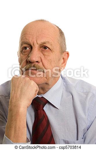 El anciano aislado en los antecedentes blancos - csp5703814