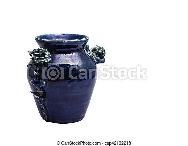 Un jarrón viejo en fondo blanco. - csp42132218