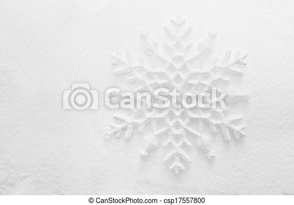 Winter, antecedentes navideños. Copo de nieve en la nieve - csp17557800