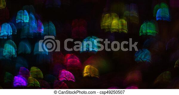 Hermoso fondo con diferentes libros de colores, antecedentes abstractos, formas de libros sobre fondo negro - csp49250507