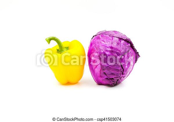 Verduras aisladas en el fondo blanco. - csp41503074