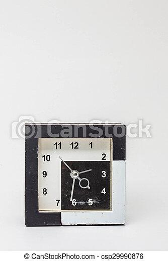 Un viejo reloj en el fondo. - csp29990876