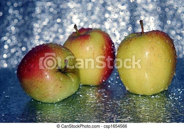 food three apples in water - csp1654566