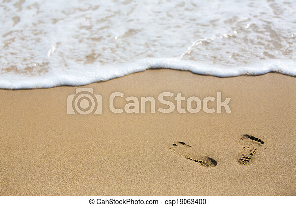 footprint on beach - csp19063400