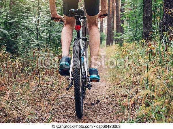 forêt, jeune, équitation, cycliste - csp60428083