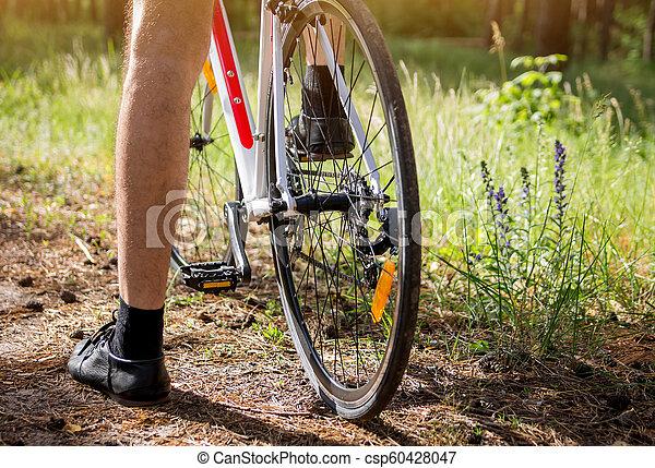 forêt, jeune, équitation, cycliste - csp60428047