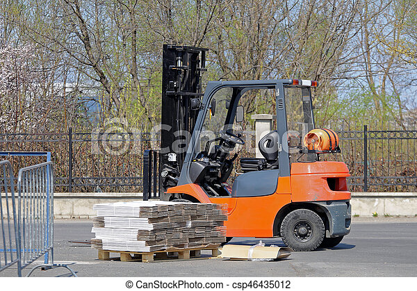 Forklift and Pallet - csp46435012