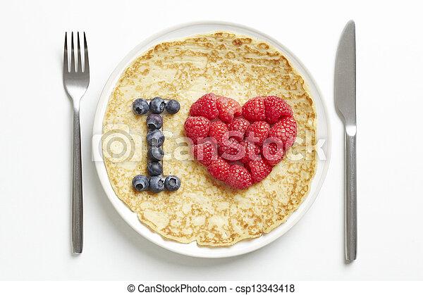 Panqueque con forma de corazón - csp13343418