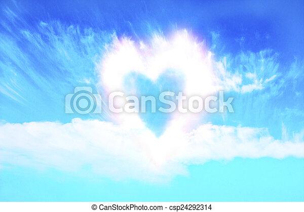 Forma de corazón de nubes - csp24292314