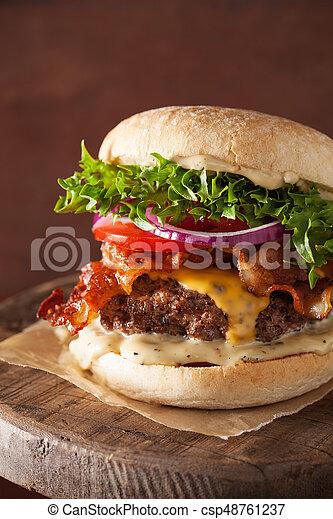 formaggio, patty, cipolla, manzo, pancetta affumicata, hamburger, pomodoro - csp48761237