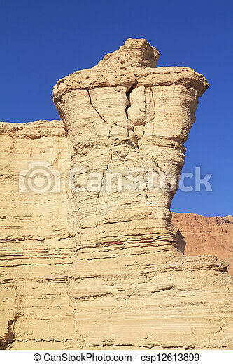 Formas inusuales de antiguas colinas pintorescas - csp12613899