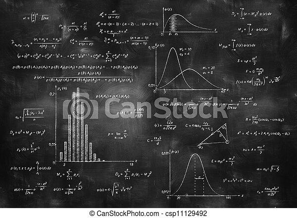 Mathephysische Formeln auf Kreidetafel - csp11129492