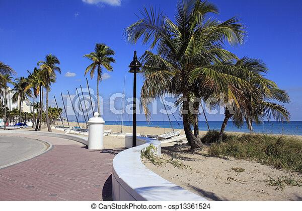 Fort Lauderdale Beach Park Looking North - csp13361524