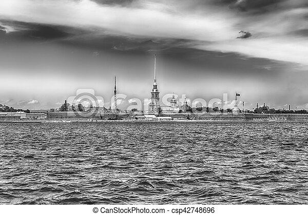 Vista de la fortaleza de Peter y Paul, San Petersburgo, Rusia - csp42748696