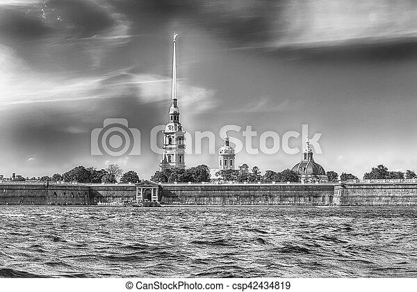 Vista de la fortaleza de Peter y Paul, San Petersburgo, Rusia - csp42434819