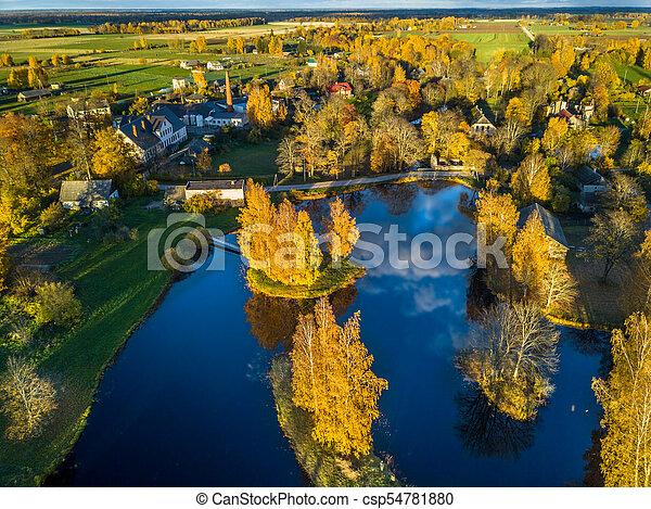 Una foto aérea de un lago en el soleado día de otoño - csp54781880