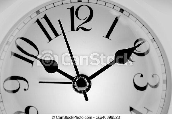 Cara de reloj de foto. Primer plano - csp40899523