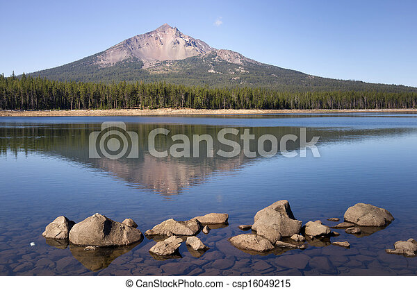 Four Mile Lake Mount McLoughlin Klamath County Oregon Cascade - csp16049215